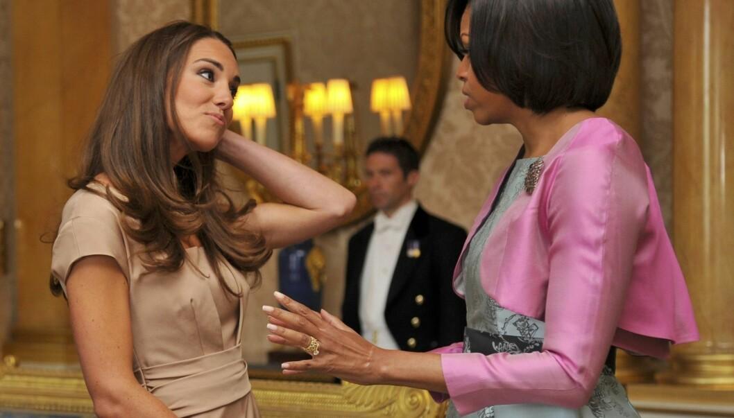 FANT TONEN: Michelle Obama og Kate Middleton hadde mye å snakke om da de møttes på Buckingham Palace tirsdag. Foto: Stella Pictures