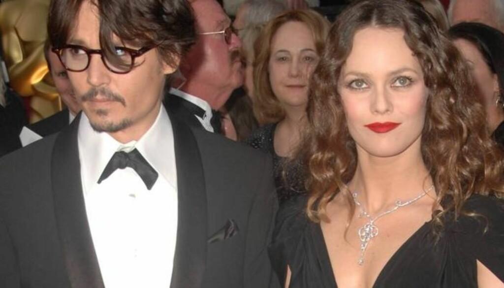 INGEN RING MED DET FØRSTE: Johnny Depp sier til bladet OK! at han ikke har noen planer om å gifte seg med sin kjæreste gjennom 13 år, franske Vanessa Paradis. Foto: All Over Press