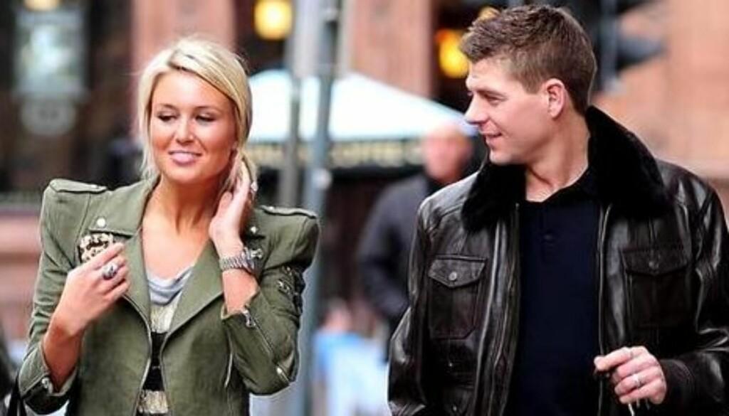 BABY-HAT TRICK: Den engelske fotballstjernen Steven Gerrard giftet seg med kona Alex i 2007. Nå venter paret sitt tredje barn sammen. Foto: Stella Pictures