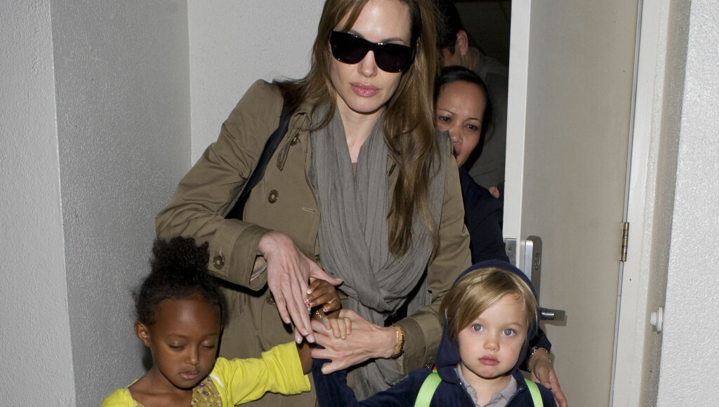 ÆRLIG: Angelina Jolie er ærlig med sine seks barn og er åpen om at tre av dem er adoptert. Foto: All Over Press