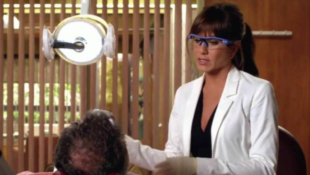 SPILLER TANNLEGE: Jennifer Aniston spiller en sexgal tannlege i sin nye film «Horrible Bosses». Foto: STELLA PICTURES