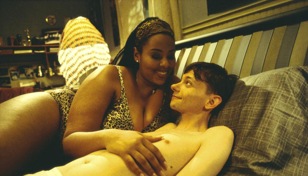 FUNNET DØD: Mia Amber Davis døde tirsdag brått etter en kneoperasjon. Her er hun i en scene fra filmen «Road Trip» i år 2000. Foto: Filmweb