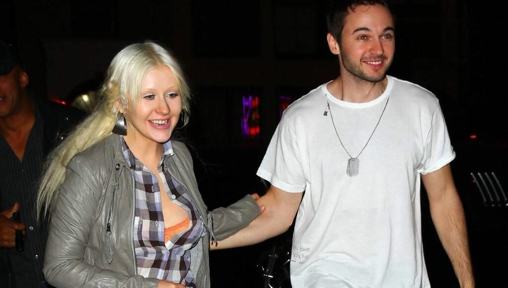 BLIR LATTERLIGGJORT: - Disse Christina Aguilera-bildene kommer ikke til å komme med i familiealbumet, skriver The Sun om den noe rufsete superstjernens festantrekk. Foto: All Over Press
