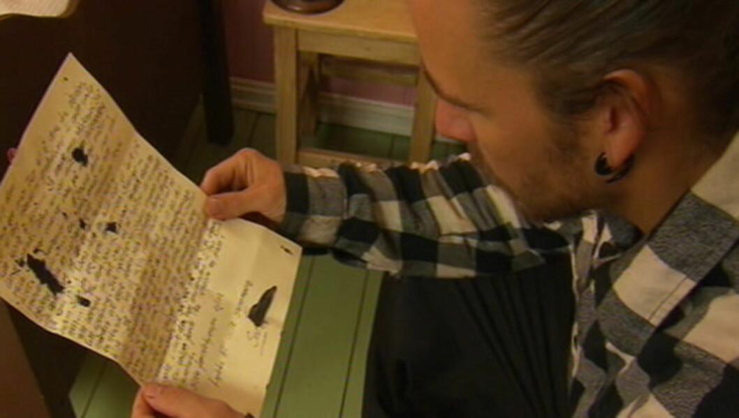 BLE ENIGE: - Tommy var derimot greit, derfor ble vi enige om at det var ham jeg skulle velge, sier Jan Rudi Bendiksen, som her leser brevet skrevet av Siv Annie Bjørnvåg. Foto: TV 2