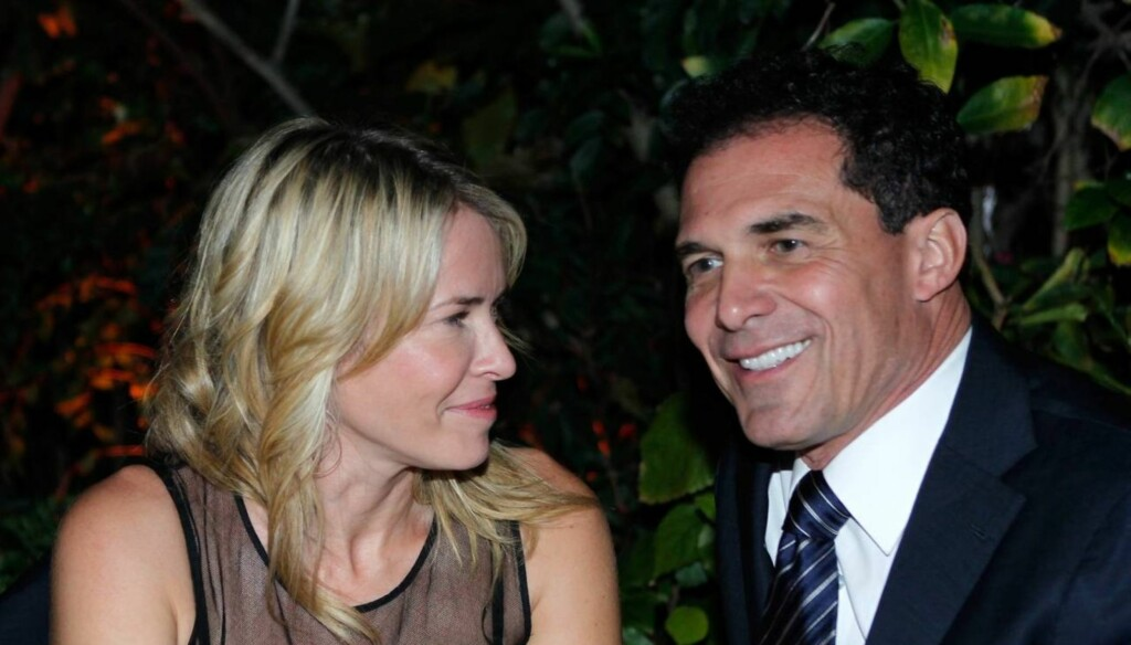 PÅ DATE: Komikeren og TV-stjernen Chelsea Handler bekreftet etter flere uker med rykter at hun dater hotelleieren Andre Balazs ved å ta ham med seg på fest for sin nye bok i New York. Bildet er fra en gallamiddag i februar, som begge deltok på . Foto: All Over Press