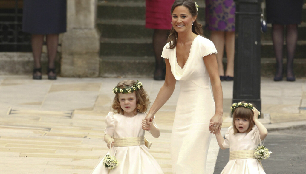 FORLOVEREN STJAL SHOWET: Kate Middletons søster og forlover Pippa får kritikk for å ha stjålet glansen fra bruden med sin utringete kjole. Foto: Reuters