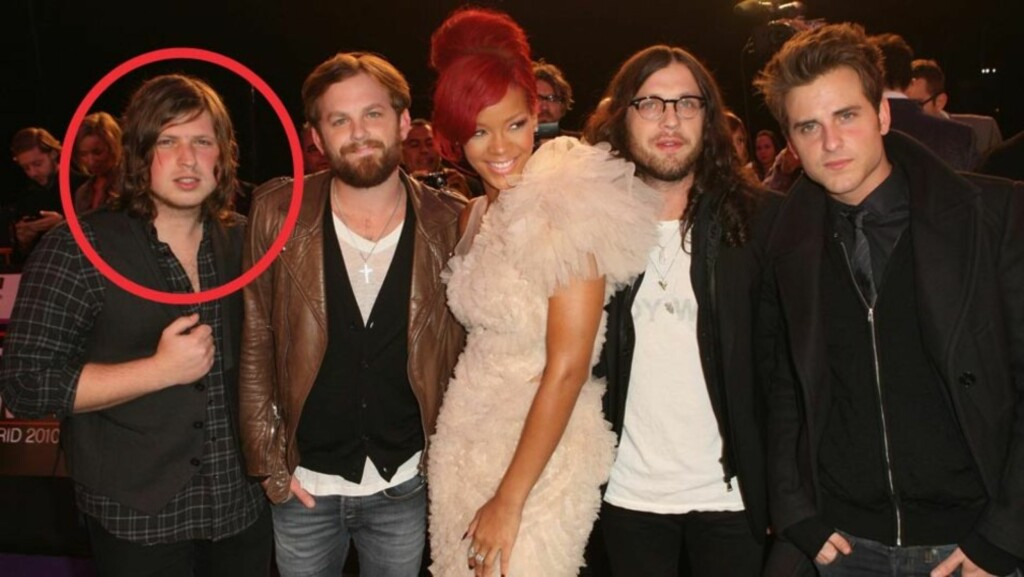 FRA RIHANNA TIL RIER: Gitarist Matthew Followill (t.v) ble far tidlig på ettermiddagen den 22. april. Her avbildet med resten av Kings of Leon på MTV Europe Awards 2010 - Caleb Followill, Nathan Followill og Jared Followill (t.h) - pluss Rihanna, da (i  Foto: All Over Press