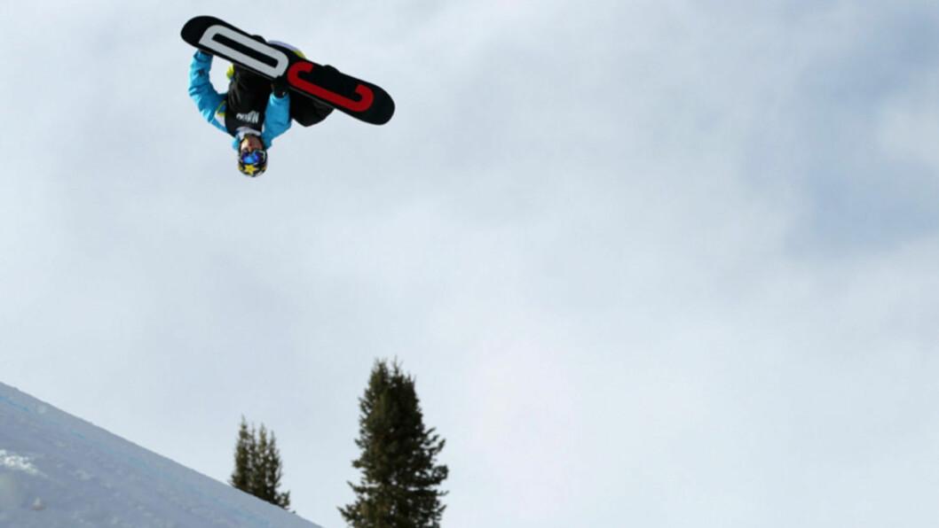 <strong>I SVEVET:</strong> Torstein Horgmo har skadet seg i et stygt fall i Lake Tahoe under en filminnspilling, men skadene er ikke alvorlige. Her avbildet i et svev under X-Games i Aspen i januar. Foto: All Over Press