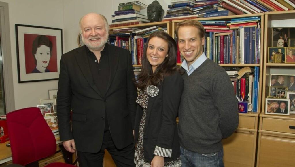 MUNTERT MØTE: Da kopiene av Kate og William fra videoen på Youtube var i Oslo for å lage en påskrereportasje til Se og Hør i  februar,  besøkte de også bladets hoffreporter Kjell Arne Totland på hans kontor.