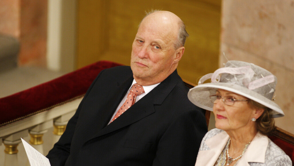 I  BRYLLUP: Kong Harald og dronning Sonja er klare for å reise til London i forbindelse med bryllupet til prins William 29. april, men ikke alle er like imponert over deres deltakelse... Foto: SCANPIX