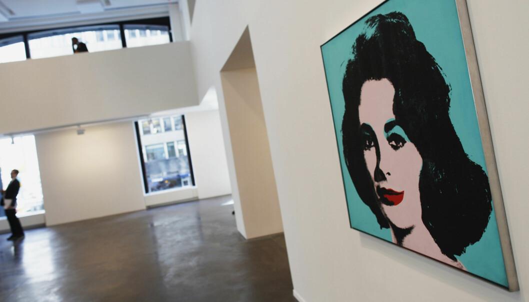 TJENTE 90 MILL: Hugh Grant kjøpte Andy Warhole-bildet av Elizabeth Taylor på en fuktig kveld. Noen år seinere hadde han tjent stort på bildet, som nå igjen er til salgs.  Foto: Reuters