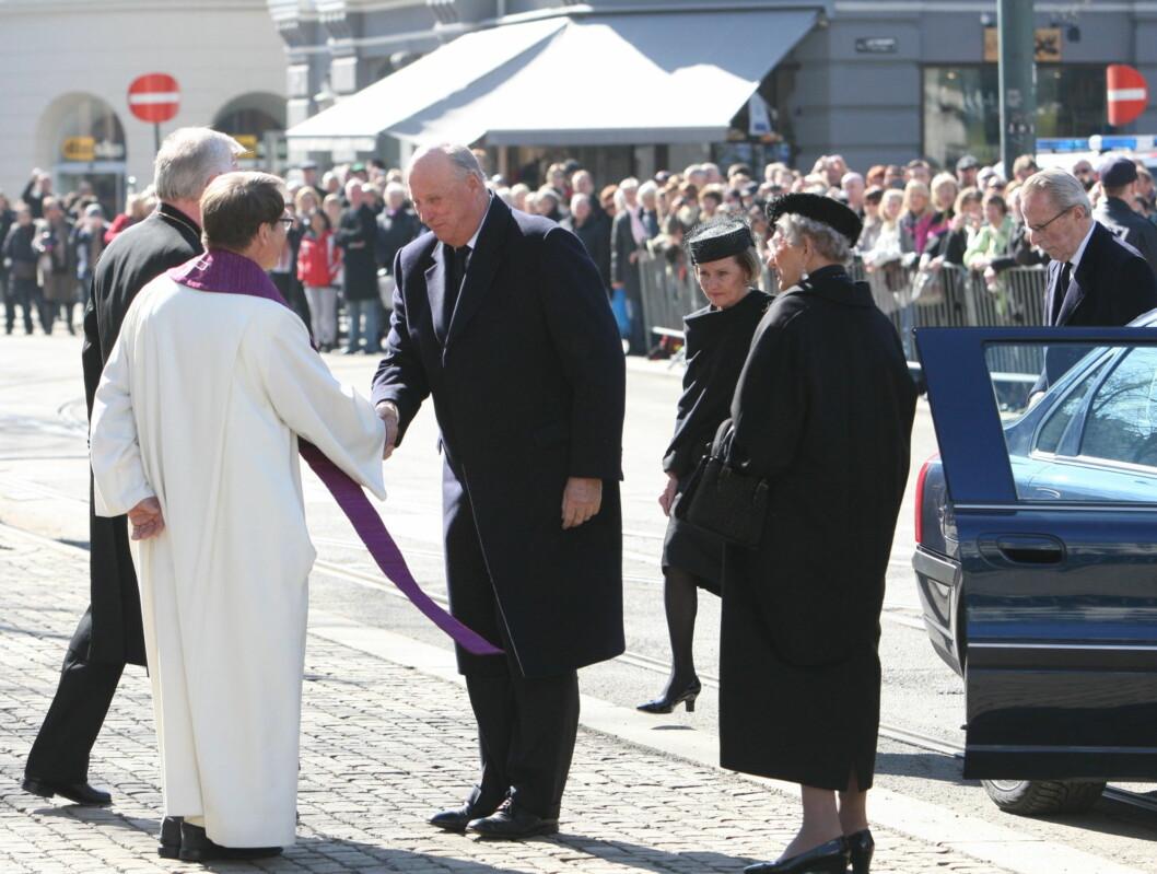KONGEFAMILIEN GJESTER: Kong Harald, dronning Sonja og prinsesse Astrid var selvskrevne gjester i statsbegravelsen. Foto: Per Ervland/Seher.no