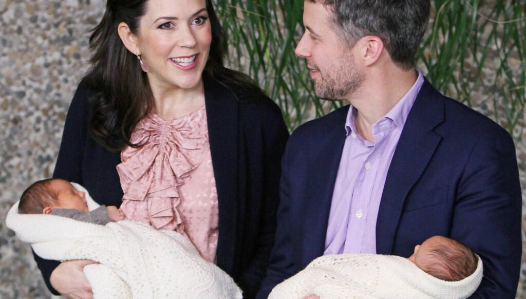 NYBAKTE TVILLINGFORELDRE: Kronprinsesse Mary og kronprins Frederik viste stolt frem sine nyfødte tvillinger før de forlot Rigshospitalet den 14. januar.  Foto: Stella Pictures