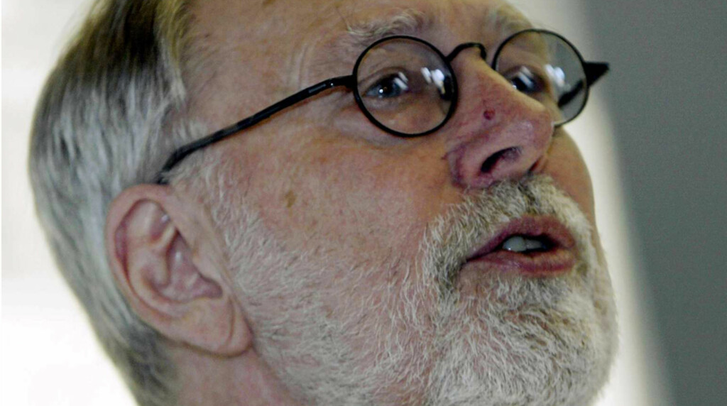 BEKLAGER IKKE: Tidligere generalsekretær i Human-Etisk Forbund, Levi Fragell, mener han hadde god grunn til å tro på påstandene om Wenche Foss' engasjement for aktiv dødshjelp. Her avbildet på lanseringen av Human-Etisk Forbunds landsaksjon for opph Foto: SCANPIX