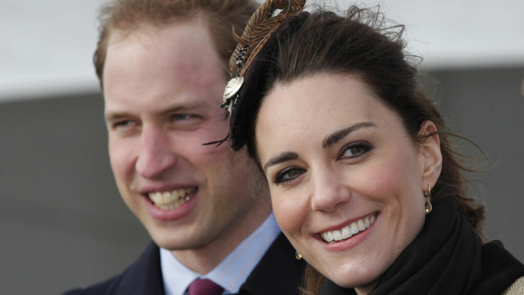 TO PERSONER, ÉN RING: Når prins William og Kate Middleton gifter seg den 29. april, er det bare hun som skal få giftering. Her deltar det forelskede paret på et arrangement sammen.  Foto: Stella  Pictures
