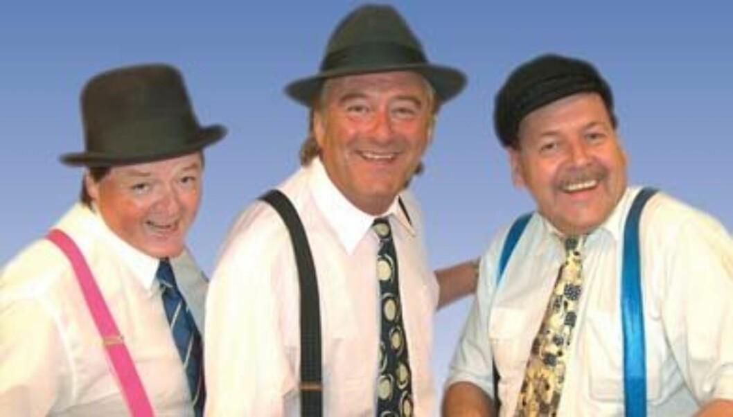 FOLKEKJÆRE ARTISTER: Jostein Hveding (t.v.),Gunnar Andersen og Kurt Johansen utgjør trioen «3 Busserulls». Foto: Promobilde