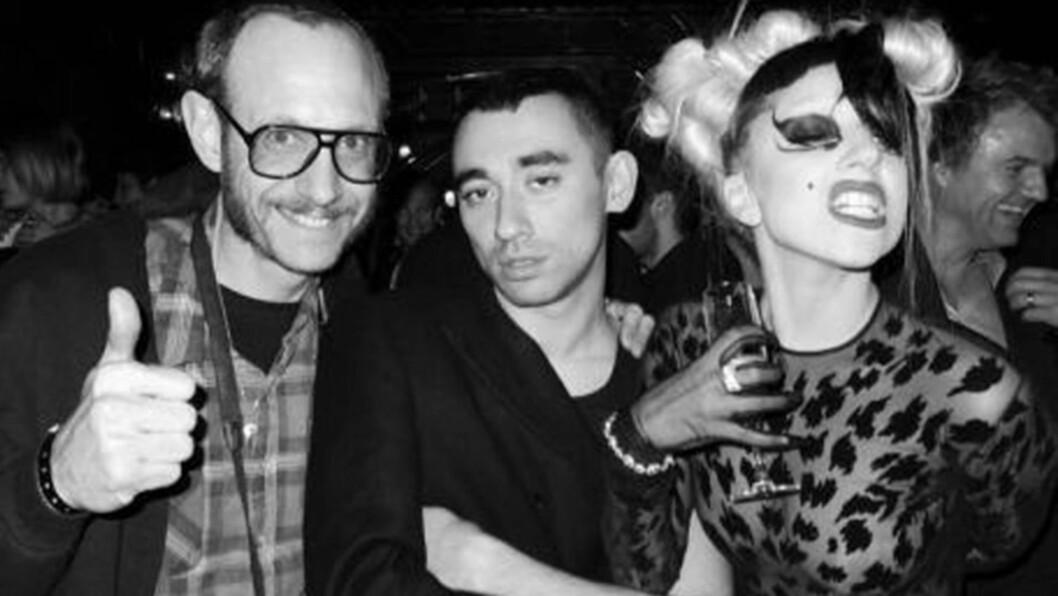 <strong>POPULÆR:</strong> Lady Gaga er nå den mest fulgte personen på nettsamfunnet Twitter. Hun er en ivrig «twitrer» som deler både personlige bilder og meninger med fansen. Her avbildet på motefest tidligere i år. Foto: Stella  Pictures/Twitter