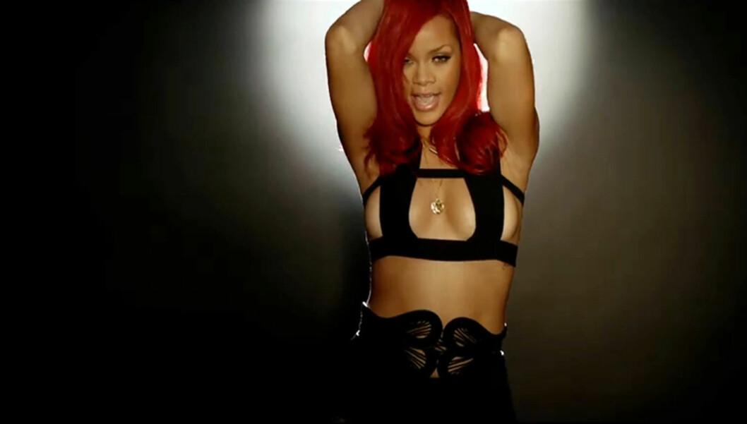 SEXY: Når Rihanna lager musikkvideoer blir resultatet ofte ganske så pirrende - musikkvideoen til låta «S&M» ble blant annet bannlyst i diverse land. Her avbildet i «All Of The Lights»-videoen til Kanye West. Foto: All Over Press
