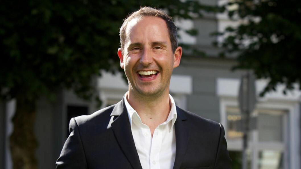 MOROMANN: Programleder Harald Rønneberg er kjent for å gå sine egne veier og ta utfordringer på strak arm. Det virker som at hans avslappede holdning også vil prege bryllupet hans... Foto: NTB scanpix