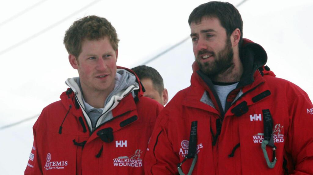 PÅ SVALBARD: Storbritannias prins Harry (t.v) befinner seg om dagen på norsk jord - prinsen er nemlig på Svalbard for å forberede seg til en ekspesisjon til Nordpolen. Om turen lykkes vil den få en plass i rekordbøkene, som den første ekspedisjonen Foto: Reuters/Scanpix