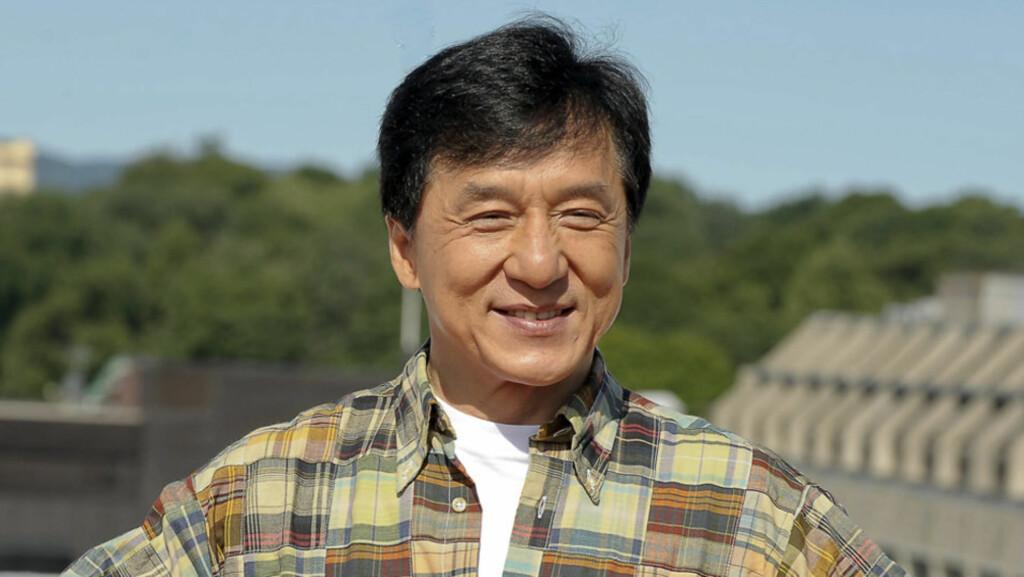 I LIVE: Jackie Chan er ikke død, til tross for at «nyheten» om hans dødsfall gikk som en farsott på Twitter denne uken. Her fra pressekonferansen til norskregisserte «The Karate Kid» i Oslo i fjor sommer.  Foto: Stella Pictures