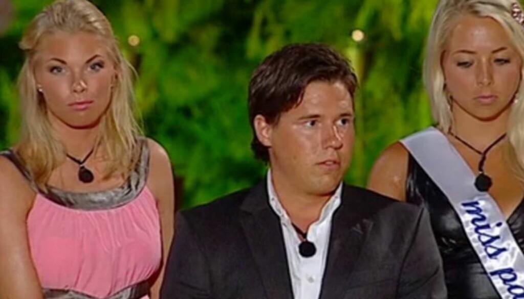 FØLTE SEG SVIKTET: Maren Kallhovd (t.v.) tok til tårene etter at romkameraten Niclas Wikcsell valgte å bytte henne ut med Madelen Voreland Berås i torsdagens utgave av «Paradise Hotel». Foto: TV3