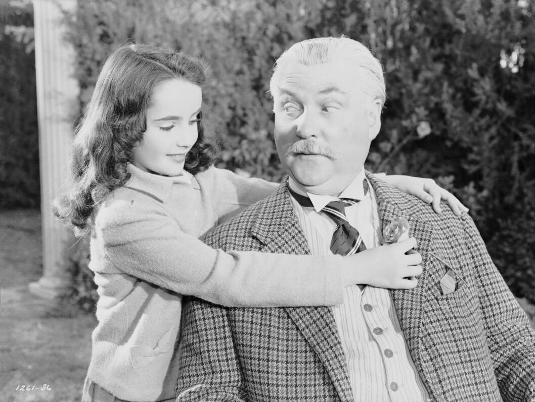 <strong>1943:</strong> Elizabeth Taylor avbildet i 1943 i forbindelse med filmen Lassie Come Home. Her er hun sammen med Nigel Bruce. Foto: Stella Pictures