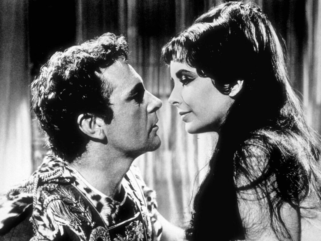 <strong>1963:</strong> Elizabeth Taylor og hennes store kjærlighet Richard Burton i storfilmen «Cleopatra».  Foto: Stella Pictures