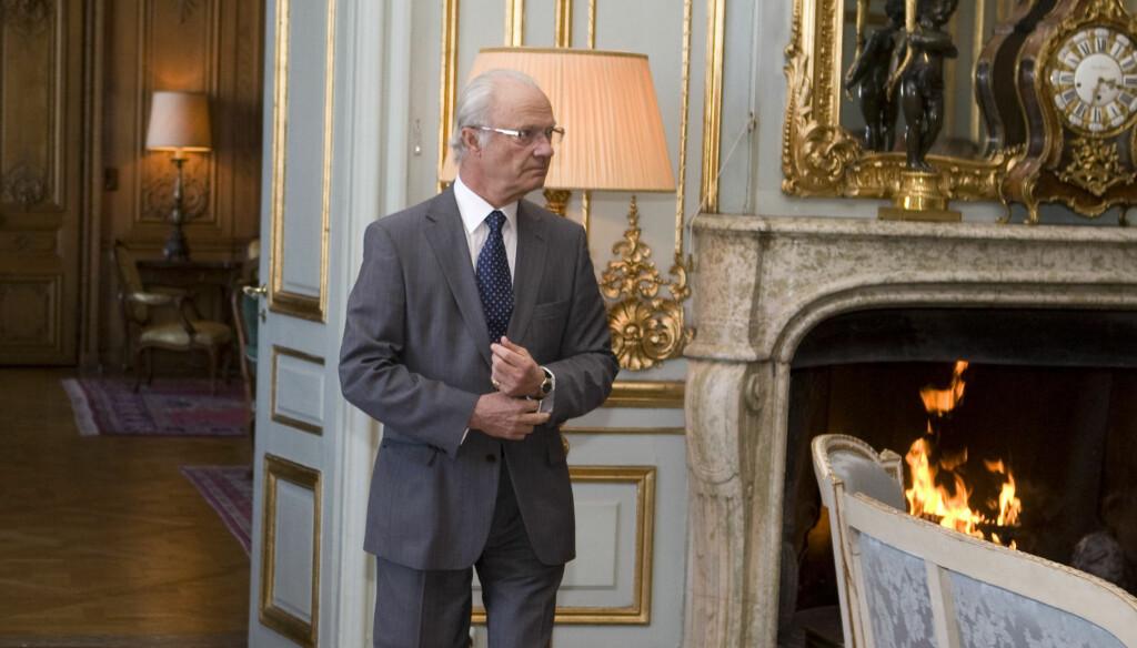 DÅRLIG PÅ EGENGÅND: Kong Carl Gustaf klarer seg ikke så bra alene uten dronningen til stede. Og ble svært irritert under sitt opphold i Botswana.  Foto: Stella Pictures