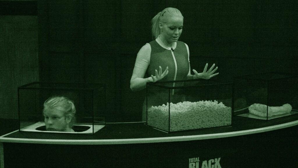 SPRENGTE MIKROFONEN: Cathrine Aschims skrik ble for mye for det tekniske utstyret til TVNorge. Her er hun i aksjon i onsdagens «Total Blackout». Foto: TVNorge