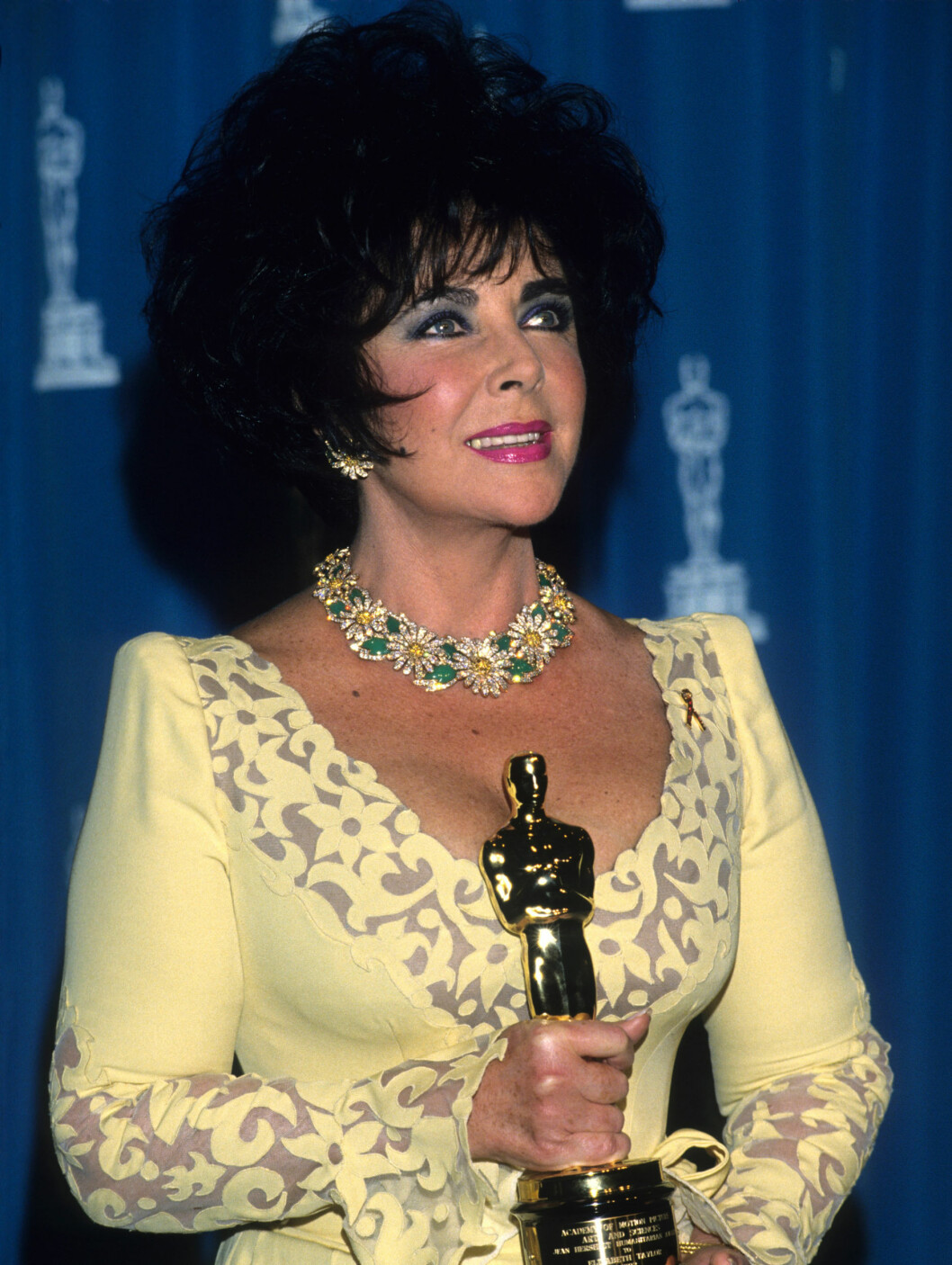 <strong>1993:</strong> Elizabeth Taylor poserer med sin Oscar-statuett.  Foto: All Over Press
