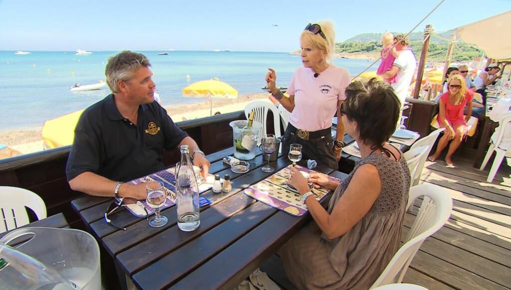 DRIVER RESTAURANT: Norske Edna Falao har tidligere drevet nattklubb i franske St. Tropez, som blant annet fikk besøk av Elizabeth Taylor. I dag driver hun restauranten «Esquinade», som ble vist i TV3-serien «Norges rike», i samme by. Foto: TV3