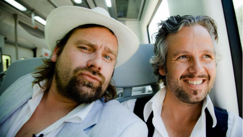 NOMINERT: Den spesielle NRK-serien «Ari og Per» kan komme til å vinne to «Gullruten»-priser i mai. Kameratene Per Heimly (t.v) og Ari Behn hadde en periode et anstrengt forhold - også i et tidligere liv... Foto: Per Heimly/ NRK