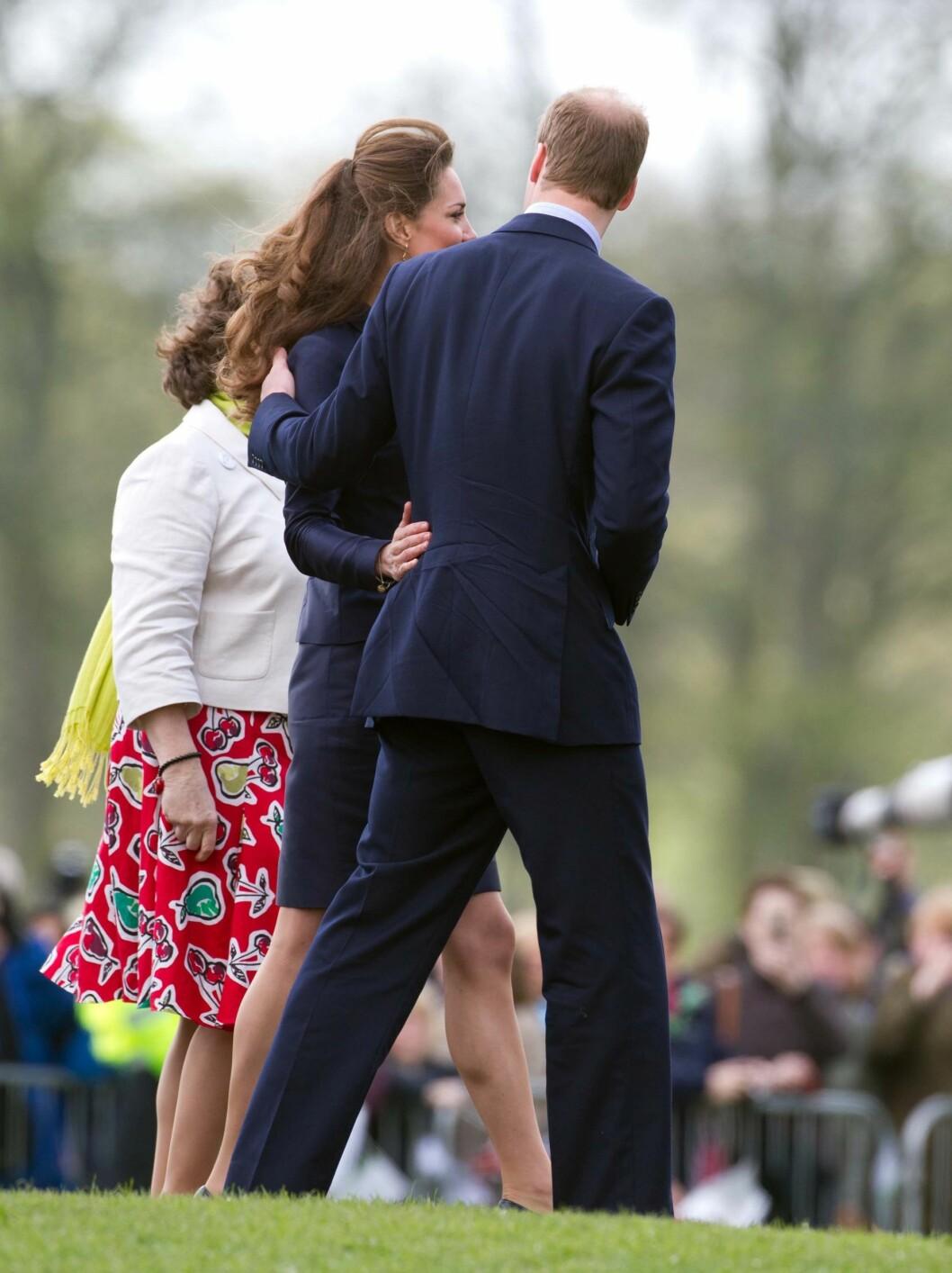 <strong>SISTE OPPTREDEN:</strong> Kate Middleton og Prins William besøkte mandag skolen Darwen og så Witton Country Park i Lancastershire, på sitt siste offisielle oppdrag før bryllupet. Kate hadde tydelig gått ned i vekt.  Foto: All Over Press