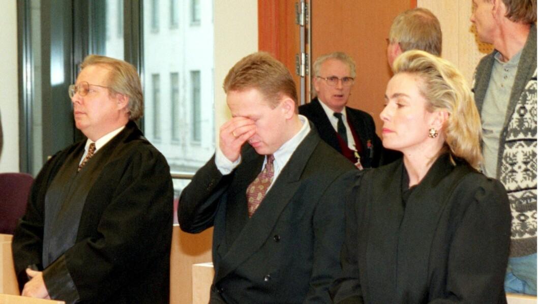 <strong>KUNSTTYV:</strong> Pål Enger (i midten) ble dømt til seks år og tre måneders fengsel for Skrik-tyveriet. Foto: Scanpix