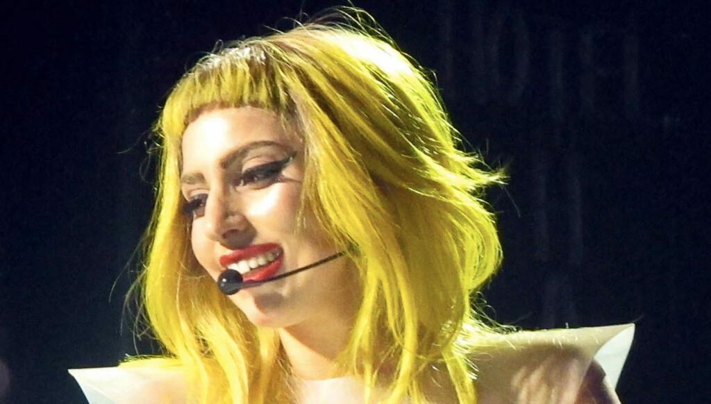 SNART HÅRLØS? - Det er ikke bra for huden, men jeg er velsignet med gode gener, sier Lady GaGa om at hun sover med sminke om nettene. Nå er hun også i ferd med å miste håret. Foto: All Over Press