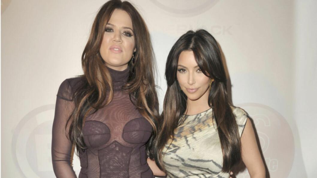 <strong>UMAKE PAR?:</strong> Khloe Kardashian (t.v) skulle gjerne hatt figuren til søsteren Kim - som hun mener er feilfri. Kim klager på sin side stadig over cellulitter... Foto: All Over Press