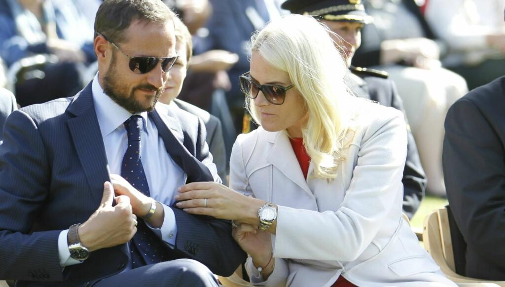 BRYLLUPSGJESTER: Den eventuelle ergrelsen over å måtte stå over årets største kongelige begivenhet, prinsebryllupet i London, lindres kanskje av at det nå er klart at Haakon og Mette-Marit skal i fyrst Alberts bryllup i Monaco i juli. Foto: Scanpix