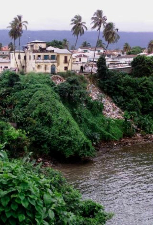 LUTFATTIG: 60 prosent av ekvatorialguineanerne lever av under én dollar dagen. Foto: AP/Christine Nesbitt/Scanpix