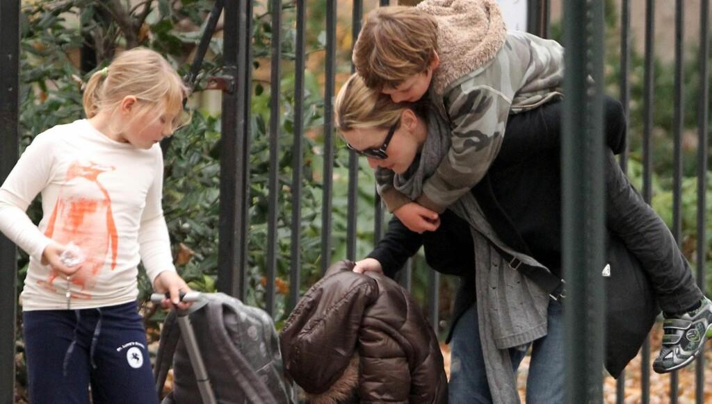 LYKKELIG TOBARNSMOR: Kate Winslet har nok av oppgaver å holde styr på som tobarnsmor, men hun insisterer på at hun klarer seg flott uten en mann i livet. Foto: All Over Press