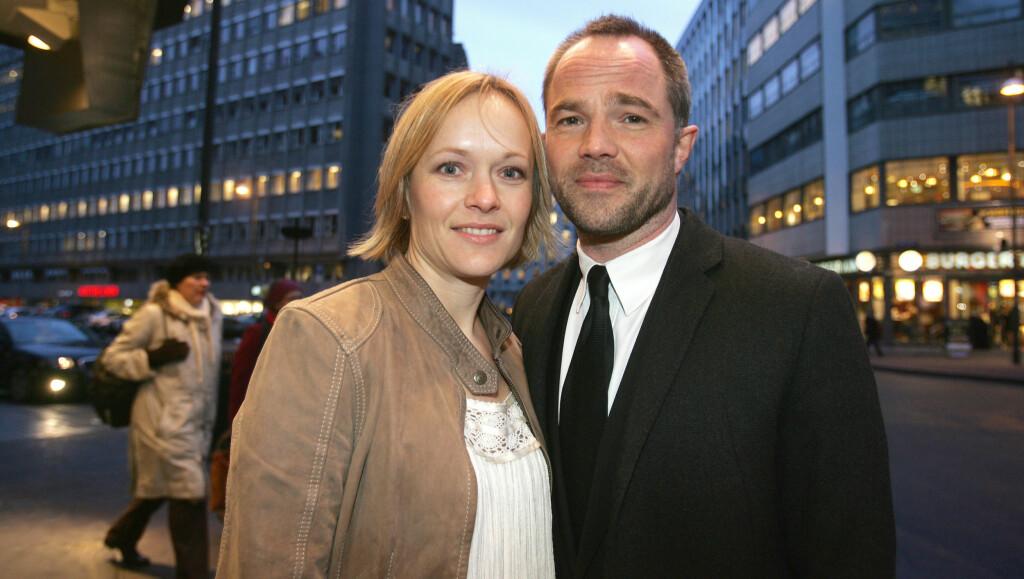 BABYLYKKE: Lykken smiler for Jon Øigarden og kona Caroline. Foto: FAME FLYNET
