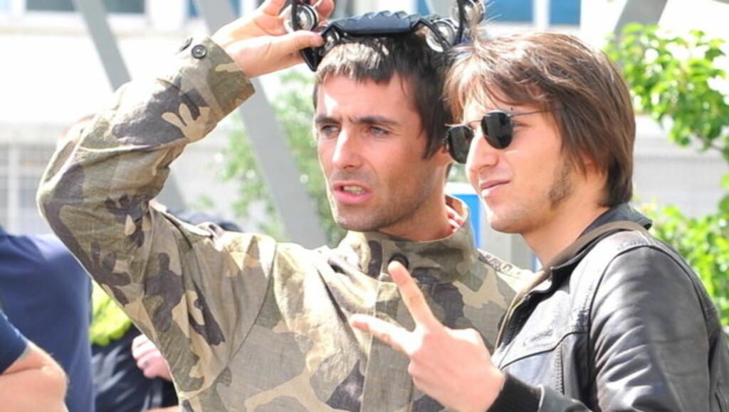 ROCKESTJERNE: Liam Gallager (t.v.) hevder både han og hans to brødre, blant annet Oasis-kollega Noel Gallagher, løp og gjemte seg hver gang foreldrene begynte å krangle, da de vokste opp. Foto: Stella Pictures