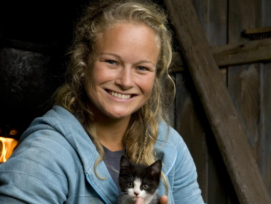 <strong>PÅ GÅRDEN:</strong> Kristin Glück Evensen fra Geilo skal bidra til fin harmoni på gården i Telemark.  Foto: TV 2