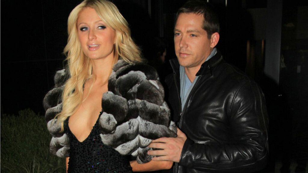 BESKYTTET: Paris Hiltons kjæreste Cy Waits (t.h) scorer mange kjærestepoeng på å være både lojal og ridderlig. Her demonstrerer han sin beskyttende holdning overfor Hilton - hun synes kanskje det er praktisk med en ekstra bodyguard?  Foto: All Over Press