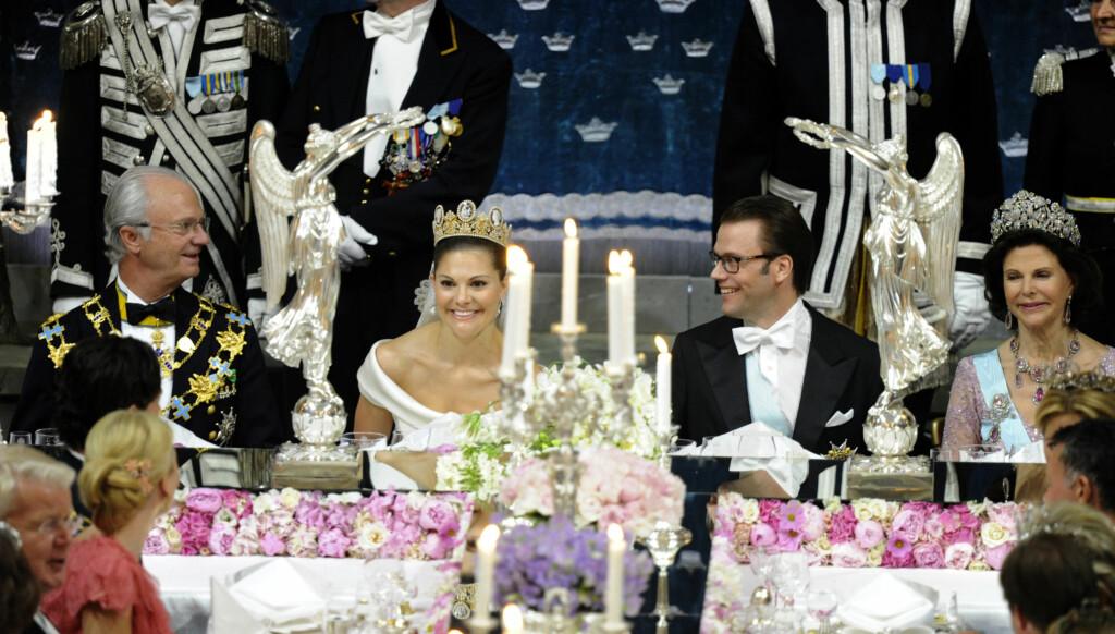DYR FAMILIEFORØKELSE: Kronprinsesse Victorias bryllup med prins Daniel har ført med seg en rekke ekstrautgifter for kong Carl Gustaf. Nå vil han ha mer penger av de svenske skattebetalerne.  Foto: SCANPIX