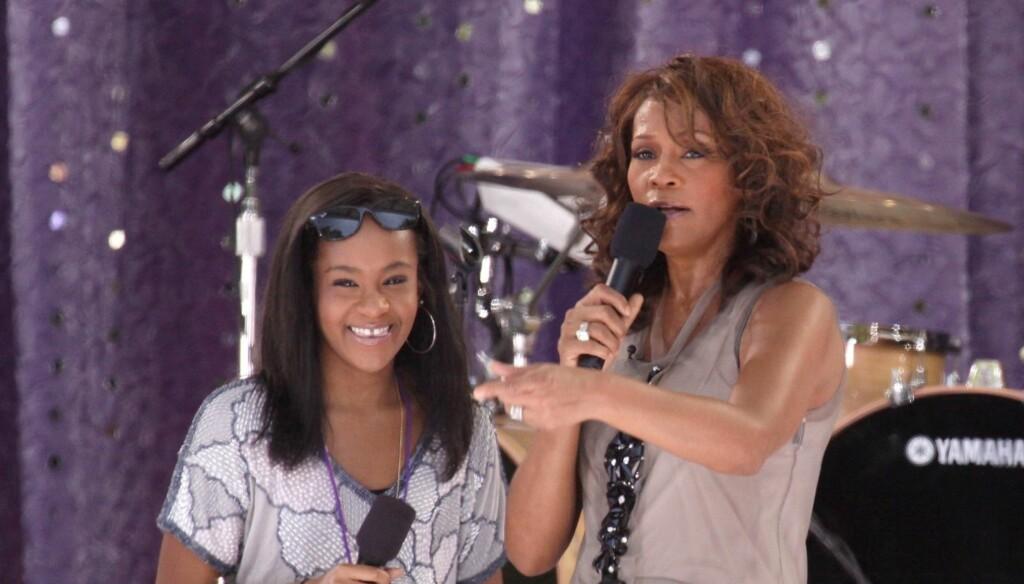 SAMMEN PÅ SCENEN: Withney Houston gjorde i 2009 comeback på scenen i New Yorks Central Park, og datteren Bobbi Kristina fikk være med sin berømte mor på scenen. Foto: Stella Pictures