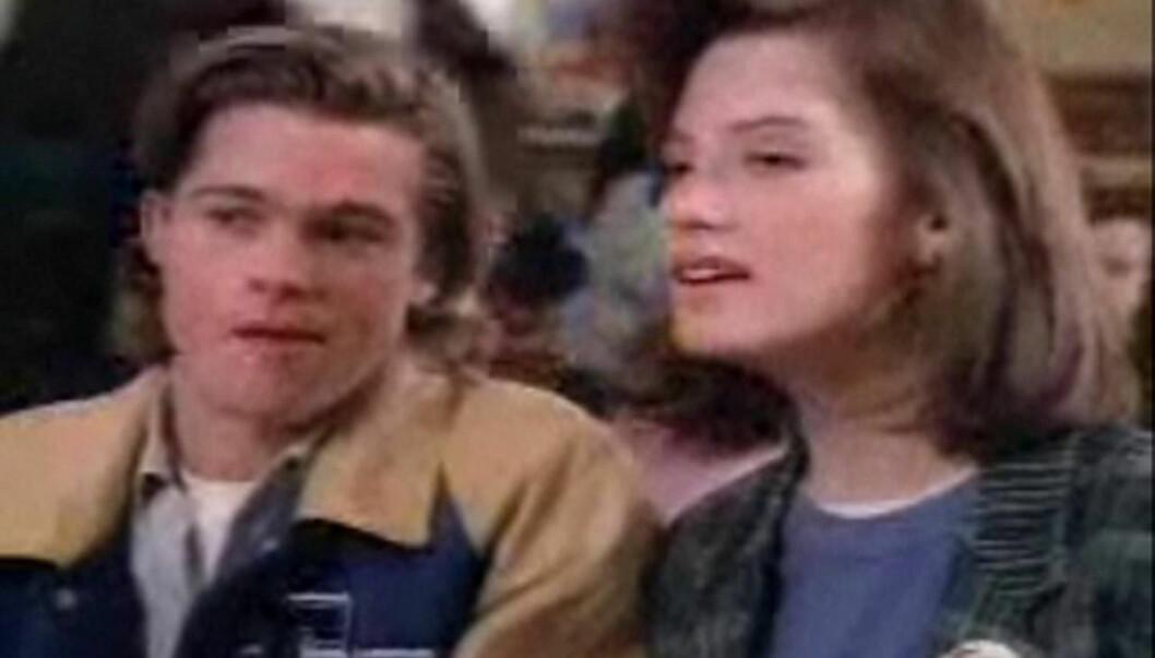 UNG STJERNE: Slik så Brad Pitt  ut da han dukket opp i en gjesterolle i TV-serien «21 Jump Street» i 1988. Foto: All Over Press