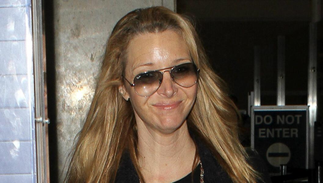 STOR FORANDRING: Lisa Kudrow er ikke redd for å vise seg fra sin naturlige side. Her er hun på flyplassen i Los Angeles.  Foto: All Over Press