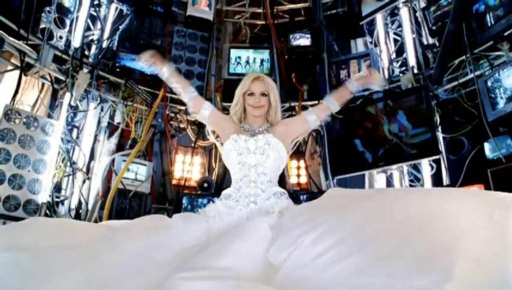 NYE JOKER: Britney Spears ser ut til å ha latt seg inspirere av The Joker eller Jokeren, fra Batman - eller Lynvingen - i sin nye video.