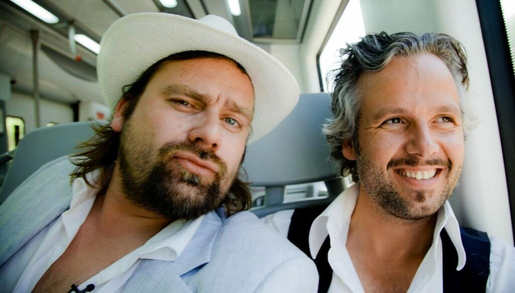 SJARMOFFENSIV: Ari Behn inledet en seks episoders sjarmoffensiv sammen med kompisen Per Heimly i «Ari og Per».  Foto: Per Heimly / NRK